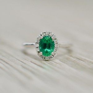 3.2 Ct Oval Cut Green Emerald Diamond Wedding Ring
